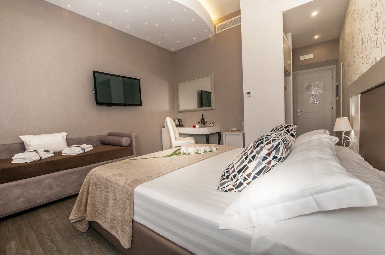 Moderno E Antico Arredamento suite di lusso nel centro di roma: affittacamere per viaggi